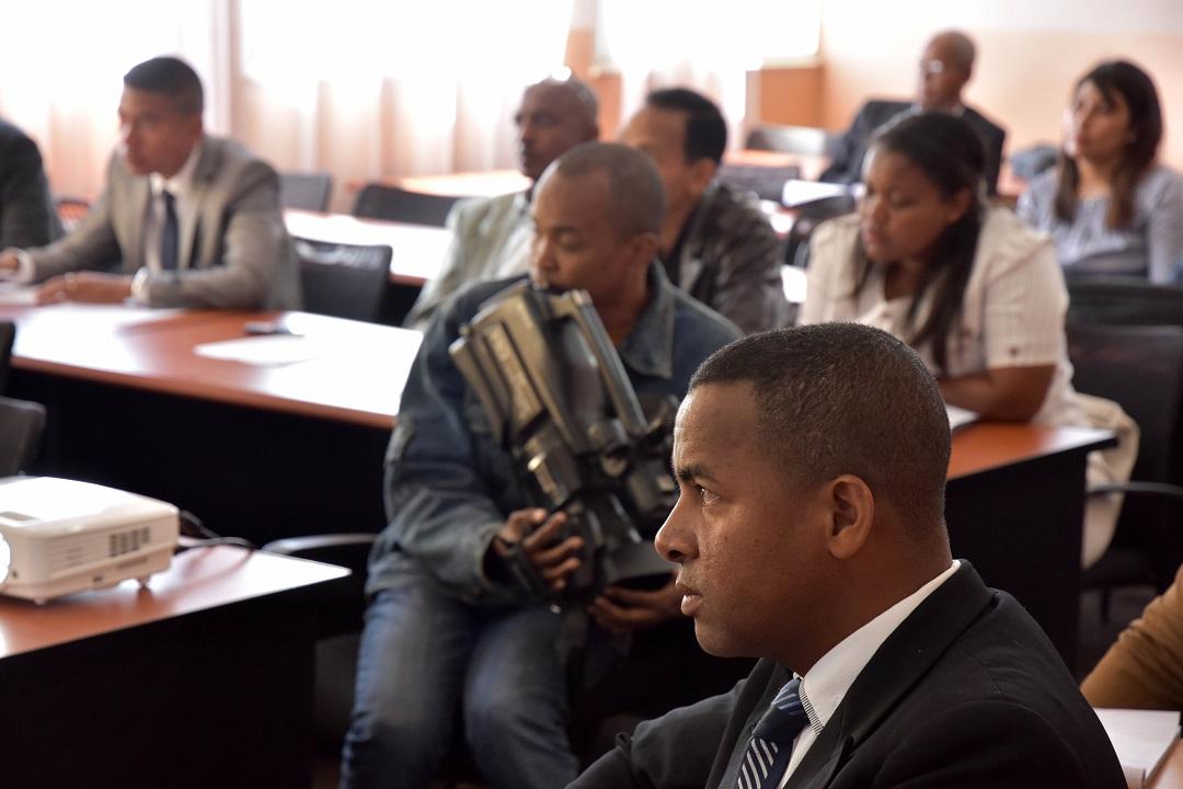 Renforcer les capacités de la CENI et du MCRI en matière de régulation des médias